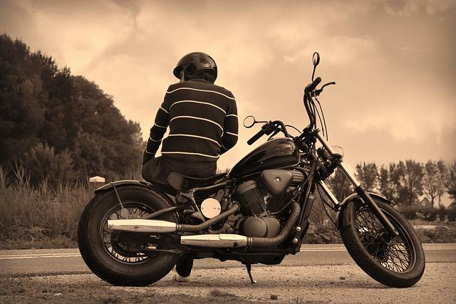 中村倫也(ともや)のバイク姿がかっこいい!凪のお暇・はじこい画像